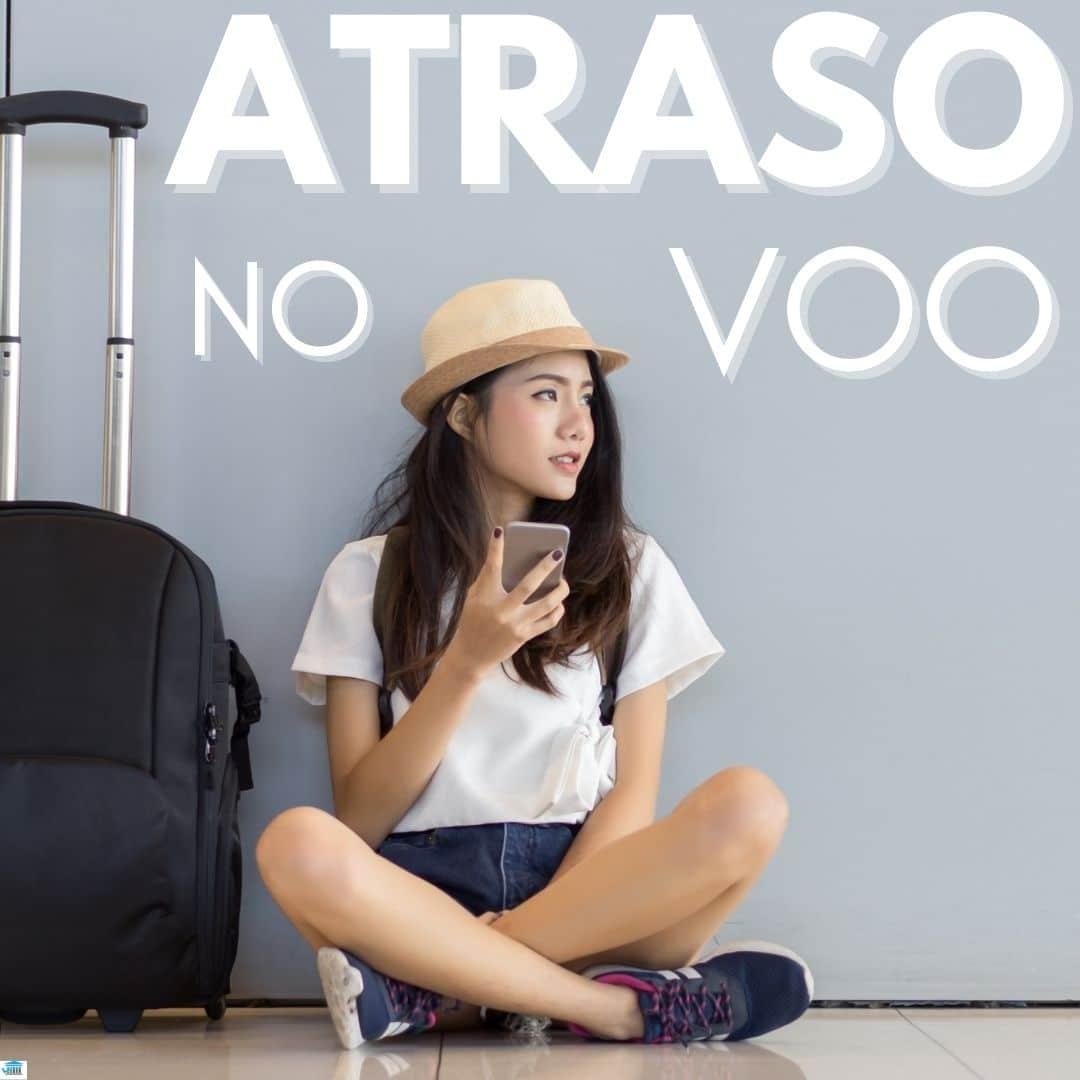 Mulher sentada no aeroporto com o voo atrasado