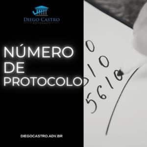 titulo em branco com pessoa anotando número a direita