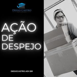 mulher carregando caixa após despejo com titulo a esquerda